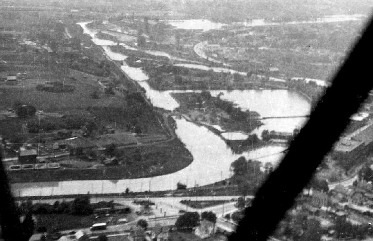 Aerial of the First Welland Canal at Merritton (c.1936) (image/jpeg)