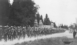 (Thumbnail) Canadian Expeditionary Forces marching up Queenston Heights Hill (image/jpeg)