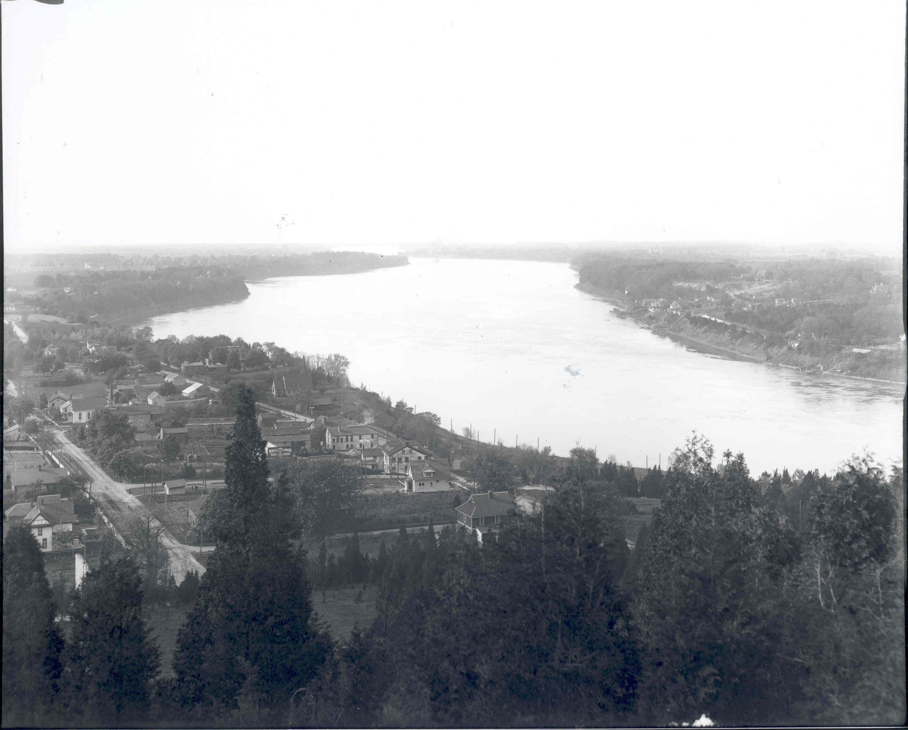 General View North from Brock's Monument / Queenston / Upper Niagara River (image/jpeg)