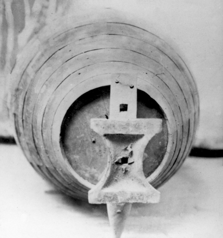 Annie Taylor's barrel with an anvil attached to the bottom so she would float through the Rapids (image/jpeg)