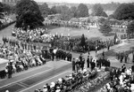 (Thumbnail) 1939 Royal Tour - King George VI & Queen Elizabeth to Niagara Falls - crowd waiting for arrival (image/jpeg)