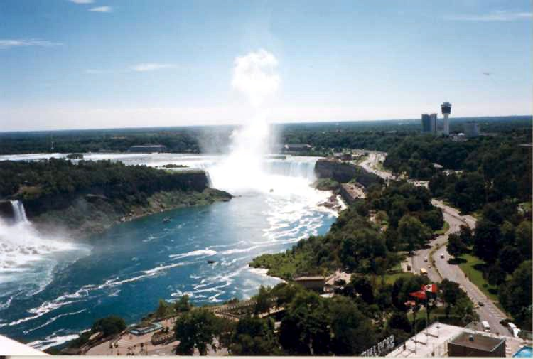 Aerial view of the Horseshoe Falls and the Niagara River Parkway (image/jpeg)