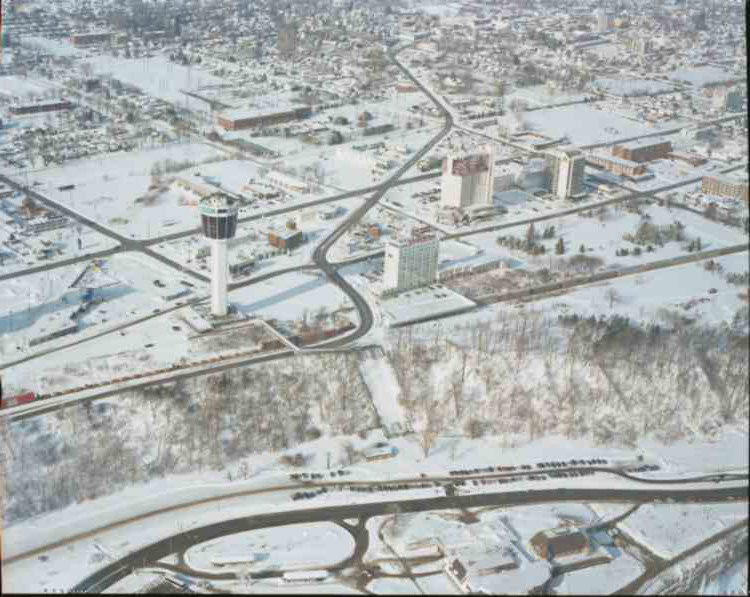 An aerial view of Niagara Falls, Ontario in the Winter of 1996 (image/jpeg)