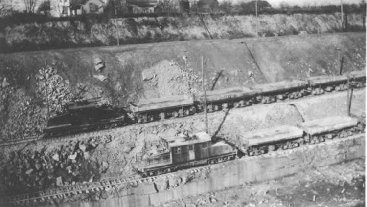Electric Locomotive & train of 8 cars carrying 20 cubic yards each (image/jpeg)