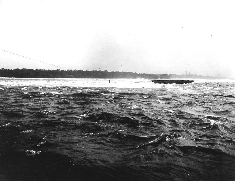 Scow Rescue in Niagara River - Gustav F Lofberg being pulled to safety by breeches buoy (image/jpeg)