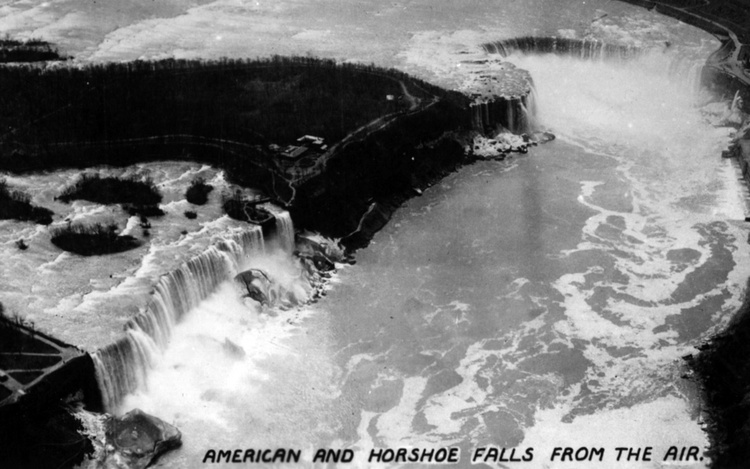American and Horseshoe Falls from the Air (image/jpeg)