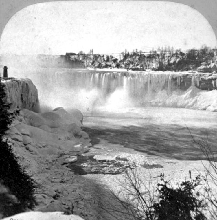 Horseshoe Falls from Biddle Stairs in the Winter (image/jpeg)