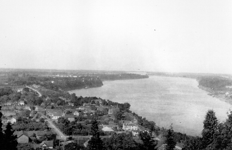 Queenston and the Lower Niagara River viewed from Queenston Heights (image/jpeg)