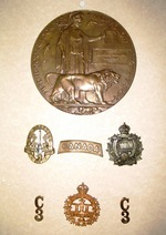 (Thumbnail) Memorial Death Plaque (Dead Man's Penny) and WWI Insignia of Charles William Didemus (image/jpeg)