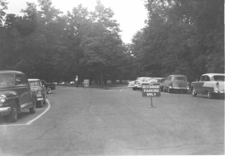 Cars parked in the lot at Queenston Heights (image/jpeg)