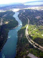 (Thumbnail) Aerial view of the lower Niagara River, the Niagara Parkway and the Niagara Gorge from a helicopter (image/jpeg)