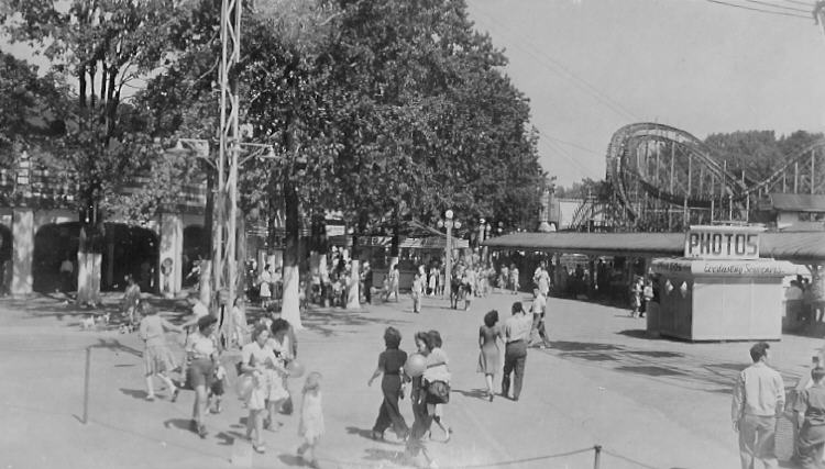 Crystal Beach Amusement Park - The Cyclone is on the right (image/jpeg)