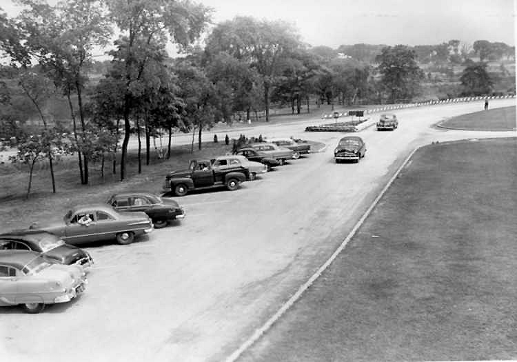 Cars parked in the lot at Queenston Heights Park, Niagara Parkway in the background (image/jpeg)