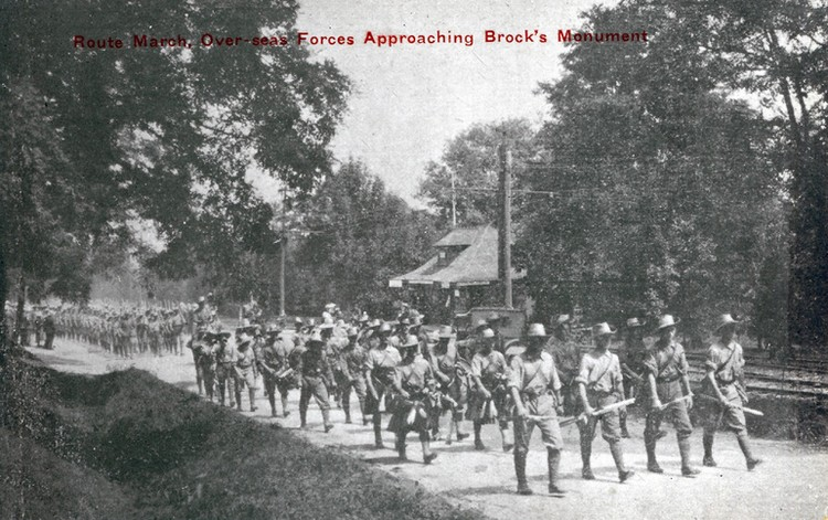 Route march over-seas forces approaching Brock's Monument [Queenston Heights] (image/jpeg)