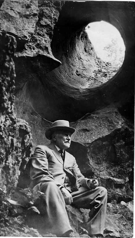 Unknown photograph - distinguished gentleman by the Mammoth Pothole at Niagara Glen - possibly Robert Kelley of Queenston (image/jpeg)