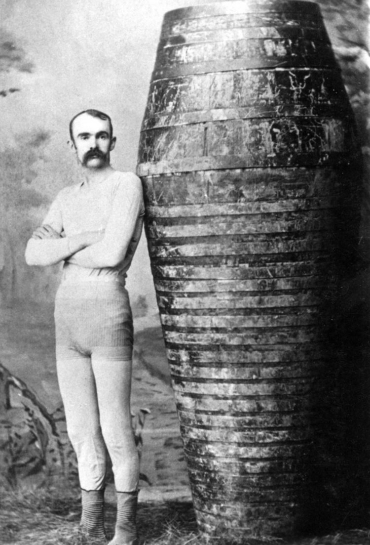 Carlisle Graham the first to go through the Whirlpool Rapids in barrel 1886 (image/jpeg)