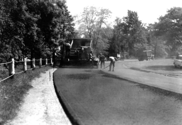 Laying down fresh asphalt on the Niagara Parkway at Queenston Heights (image/jpeg)
