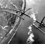 (Thumbnail) Lewiston-Queenston Bridge - the last span remains to be put in place (image/jpeg)