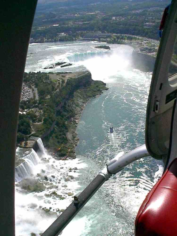Aerial view of the American and Horseshoe Falls seen from a helicopter (image/jpeg)