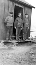 (Thumbnail) Soldiers stationed at the Ontario Power Generating Station (image/jpeg)