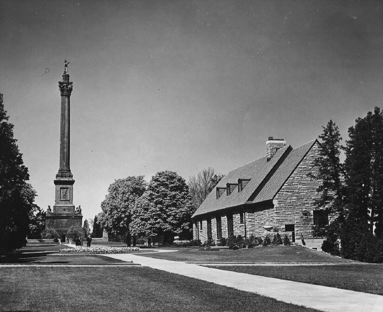 Brock's Monument and Queenston Heights Restaurant (image/jpeg)