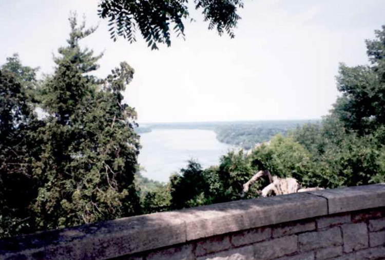 Niagara River from Queenston Heights Park (image/jpeg)