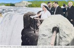 (Thumbnail) Their Majesties King George VI and Queen Elizabeth viewing Niagara Falls from Canadian Side (image/jpeg)
