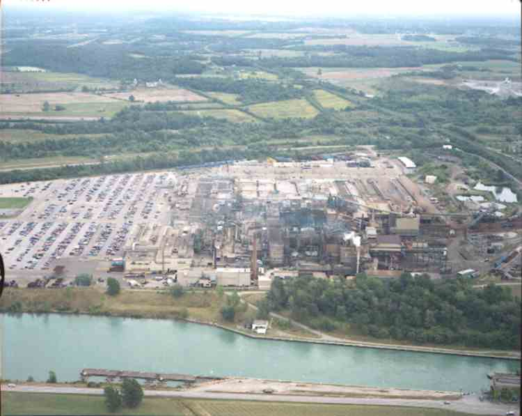 An aerial view of General Motors, Plant # 2, Glendale Ave., St. Catharines, Ont. (image/jpeg)