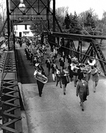 (Thumbnail) Band leading parade across Chippawa Bridge (image/jpeg)