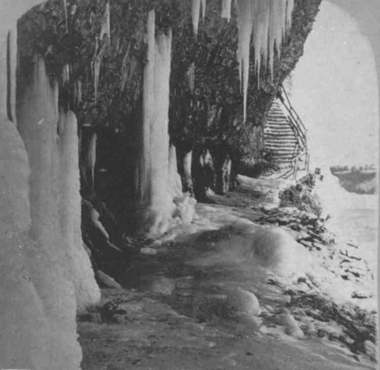 Icicles beneath Table Rock and the base of the Biddle Stairway (image/jpeg)